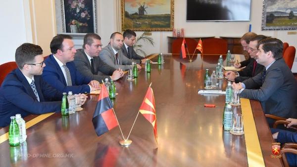 Мицкоски му порачал на Мичел дека за ВМРО-ДПМНЕ е неприфатлив договорот со Грција