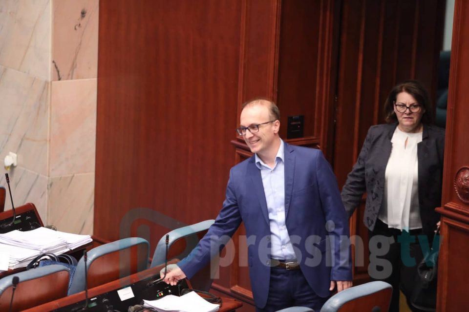 Милошоски: Димитров потпишува битен договор со украинската амбасадорка, но се крие од јавноста