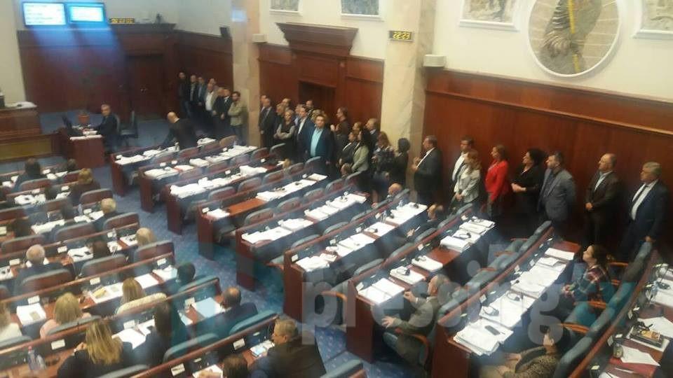 Обвинетите пратеници  помогнаа да се собере двотертинско мнозинство