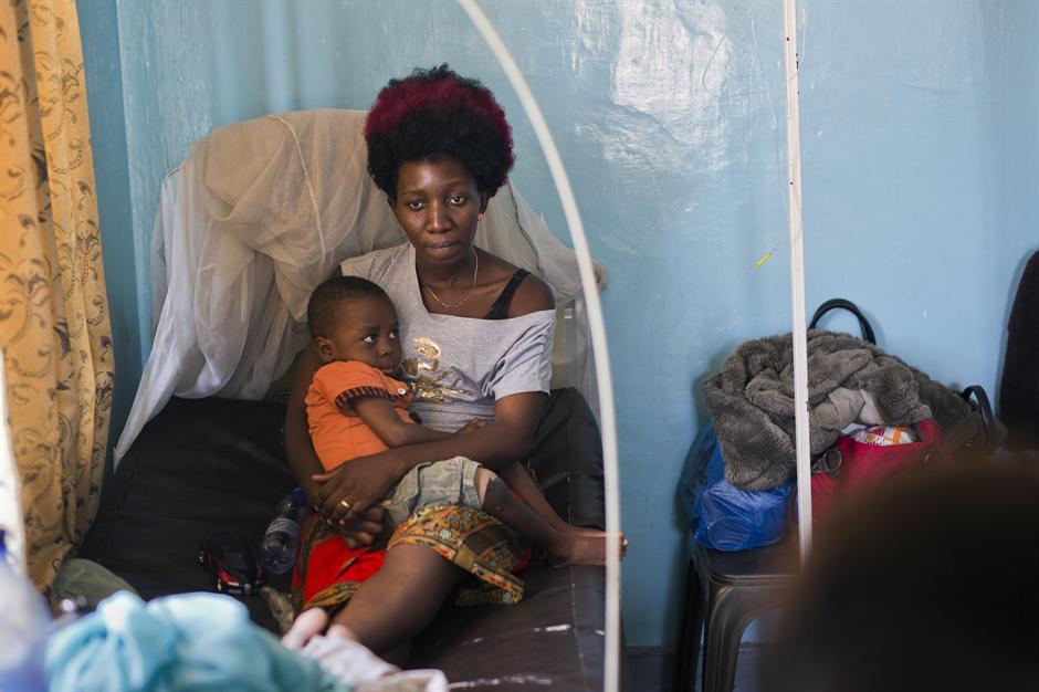 Деца умираат од ебола во клиники што ги водат врачеви