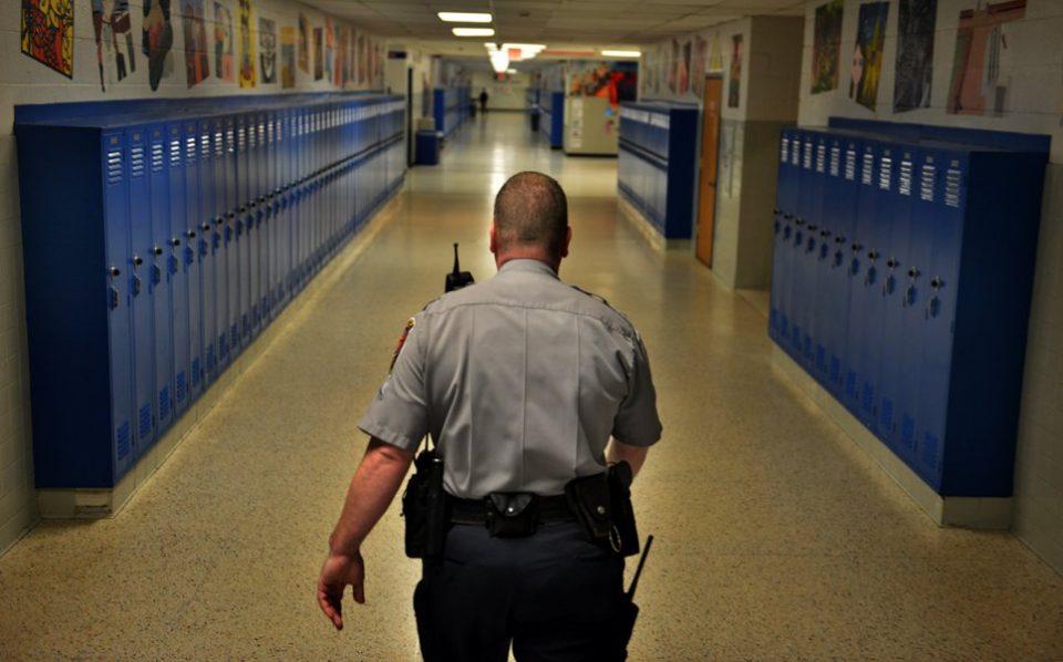 Ќе се вработуваат полицајци во училиштата