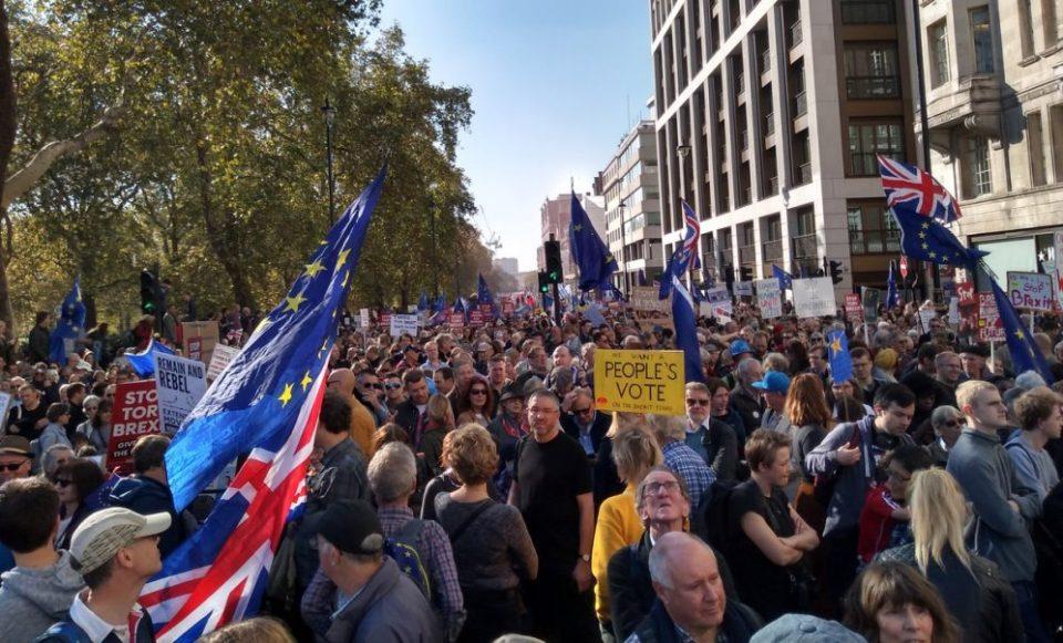 """Протести во Велика Британија: """"Борис Џонсон, срам да ти е"""""""