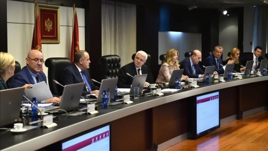 Кој нема да стане на химната на Црна Гора ќе мора да плати казна