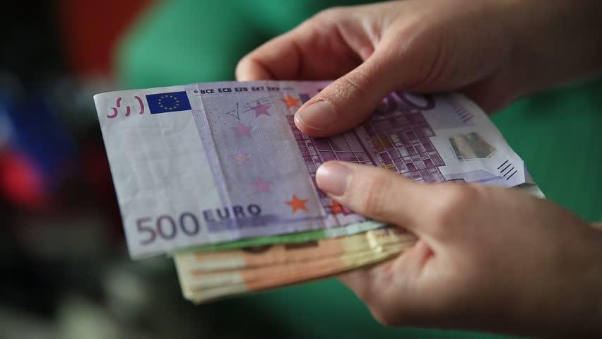 """Паднаа лихввари, земале """"камата"""" и до 1.000 евра"""