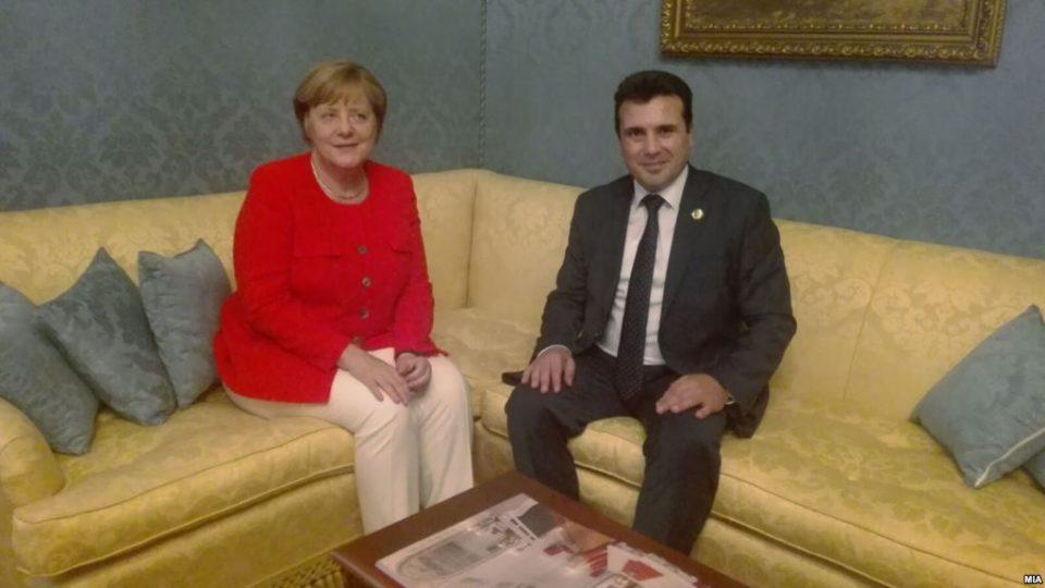 Меркел му пиша на Заев: Договорот од Преспа е историска шанса