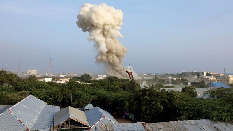 Три експлозии во Могадишу, најмалку 17 мртви