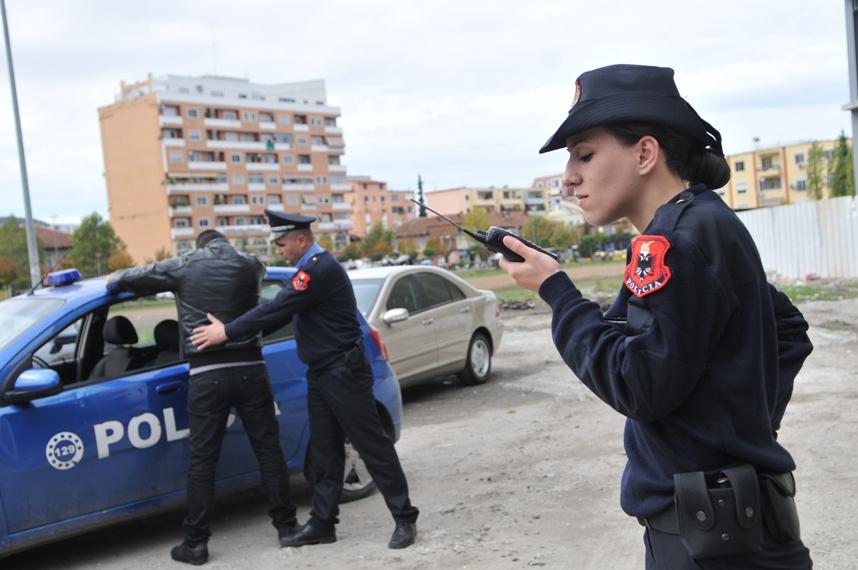 Италијанец и Србинка, барани со меѓународна потерница, уапсени во Албанија