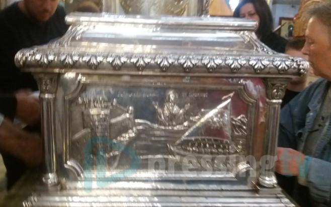 Пресинг ТВ на гробот на Св.Димитрија во Солун (ФОТО)