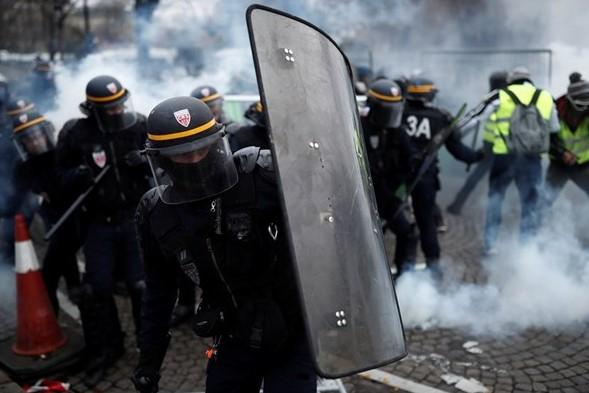 На Французите им пукна филмот поради цените на горивата (ВИДЕО