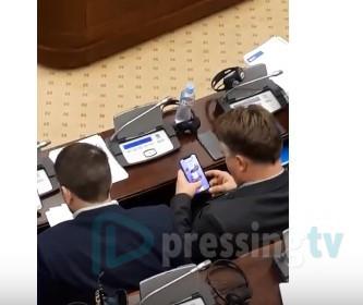 Шилегов им се извини на граѓаните за играњето игрици на телефон