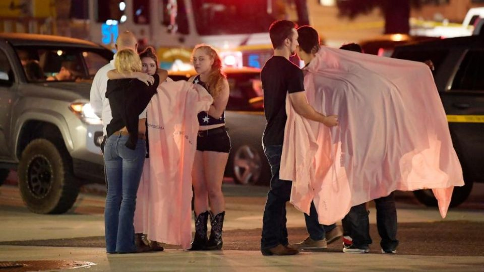 Човек во црно направи масакр на студентска забава (ВИДЕО)