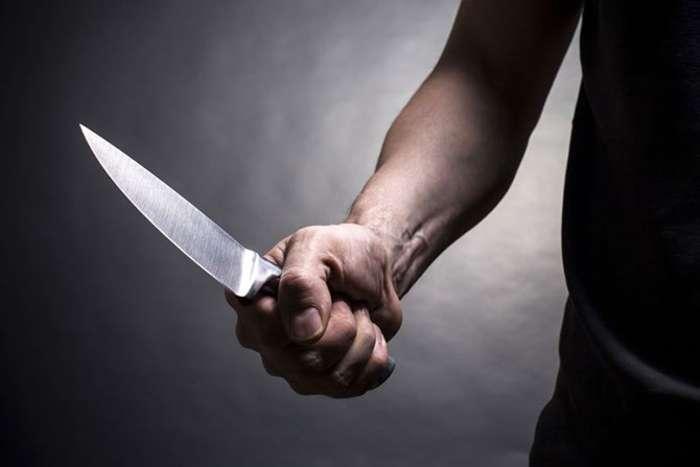 Се скарал со родителите, па земал нож и си нанел убодна рана