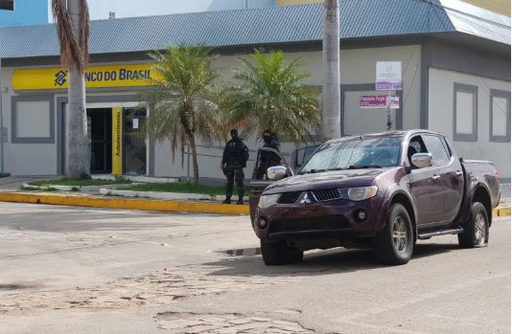 Крвав грабеж на банка во Бразил