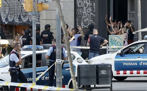Шпанската полиција бара Мароканец осомничен дека подготвува терористички напад во Барселона