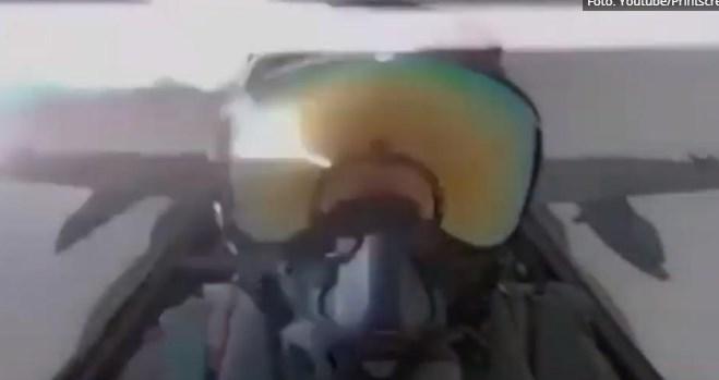 """Што се случува кога гром ќе удри во """"Ф-18"""" (ВИДЕО)"""