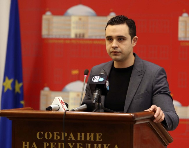 ВО ЖИВО: Изјава на портпаролот на СДСМ, Костадин Костадинов, за законот за јазици