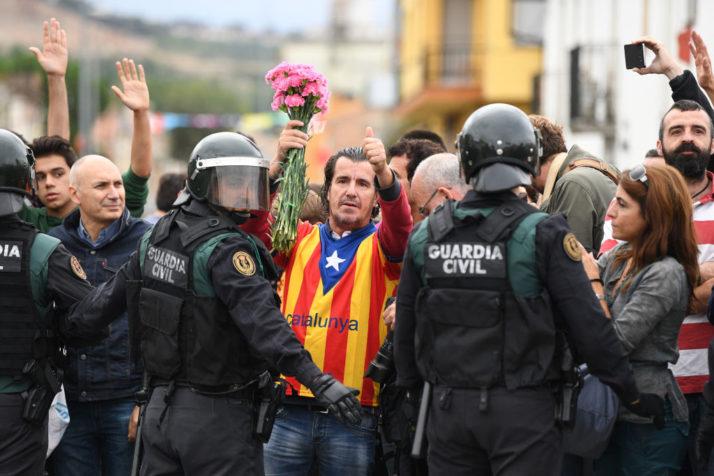 Мадрид се закани дека ќе испрати национална полиција во Каталонија