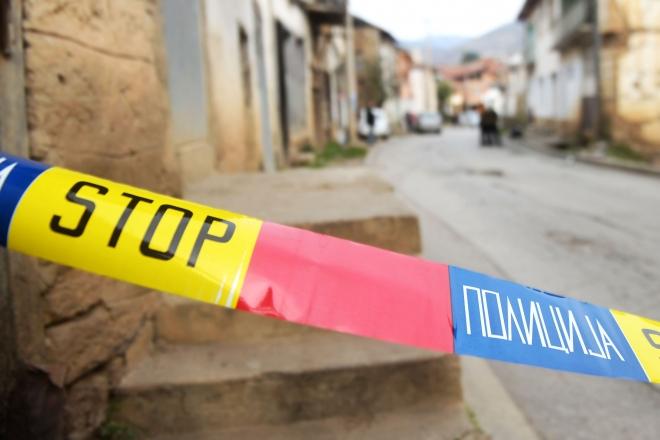 Убиство во Гостивар: Со остар предмет усмртена е жена, а две лица се повредени