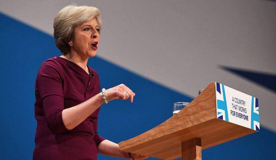 Меј бара повеќе време за преговори со ЕУ за границата со Ирска