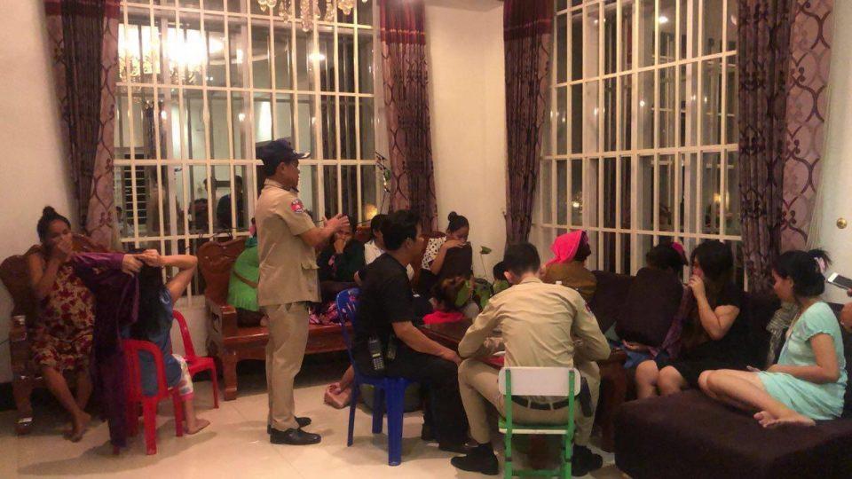 Камбоџа ослободи 32 сурогат мајки со кауција и надзор