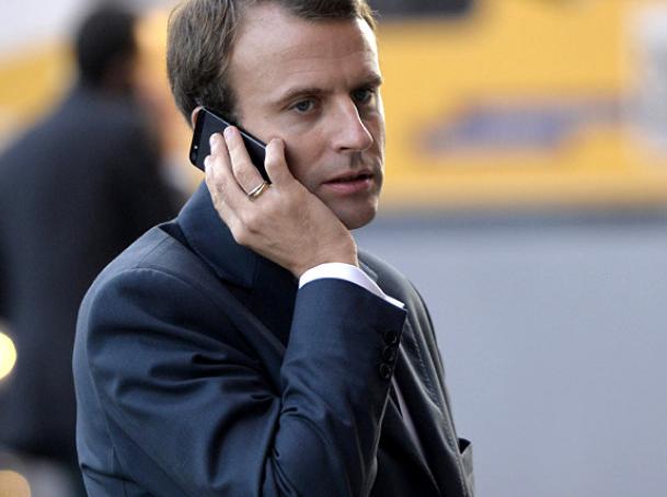 Макрон со апликација на мобилниот ги контролира министрите колку работат