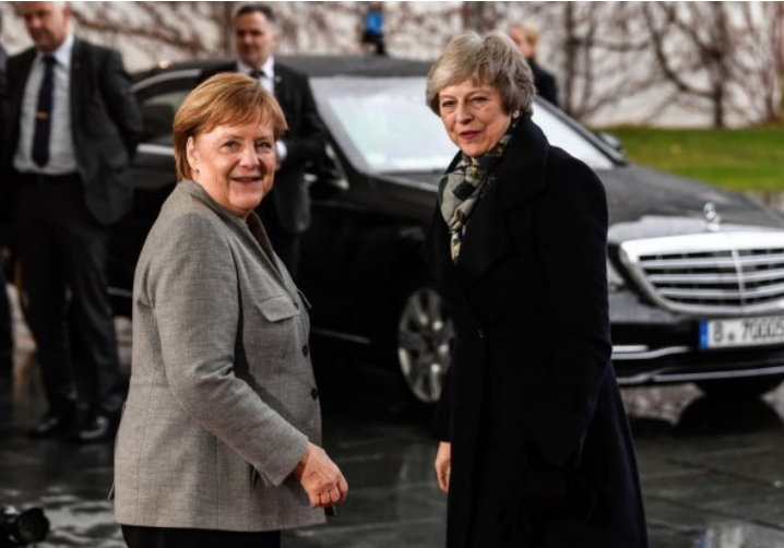 Тереза Меј тешко излегува од ЕУ, уште потешко од Мерцедес (ВИДЕО)