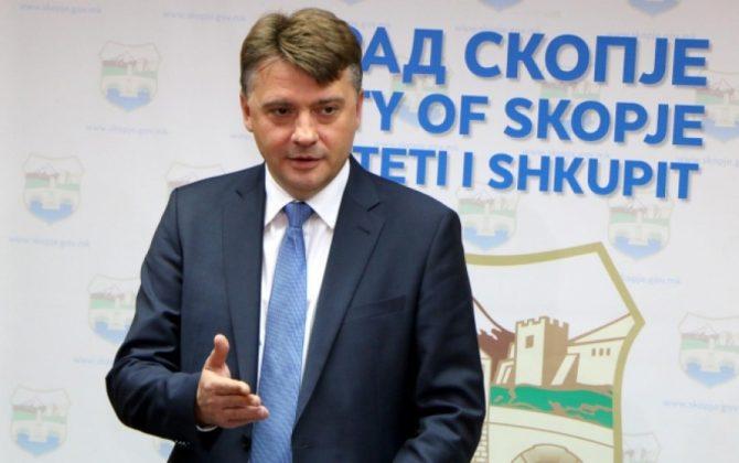 Шилегов: Ги охрабрувам и општина Центар и Министерството за култура да ги остранат дивоградбите наречени Скопје 2014