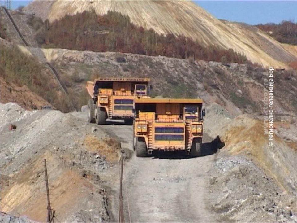 Нема концесиии за рудници кои користат цијанид или сулфурна киселина со отворен коп