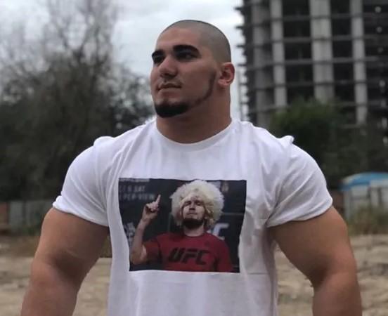 Ашаб има обем на вратот од 50 сантиметри и растура во рингот (ВИДЕО)
