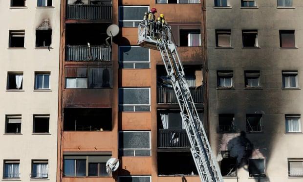 Тројца загинати во пожар во Барселона (ВИДЕО)