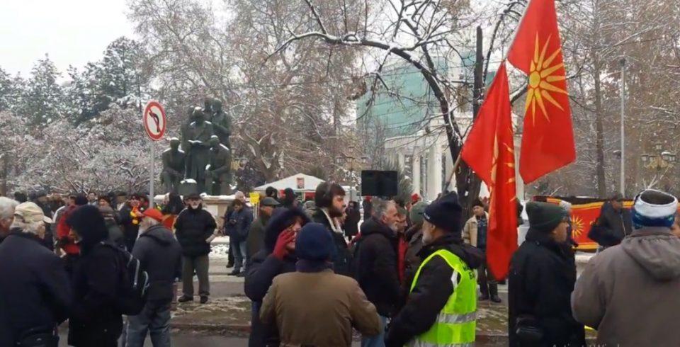 Протест против уставните измени пред Собранието (ВИДЕО)