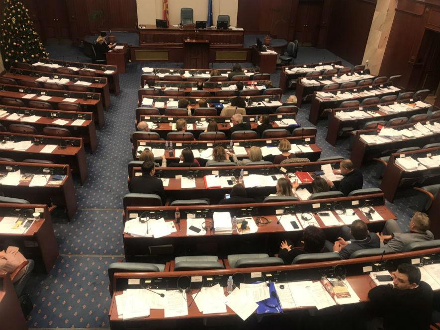 Собранието гласа како на лента, дебата речси и да нема