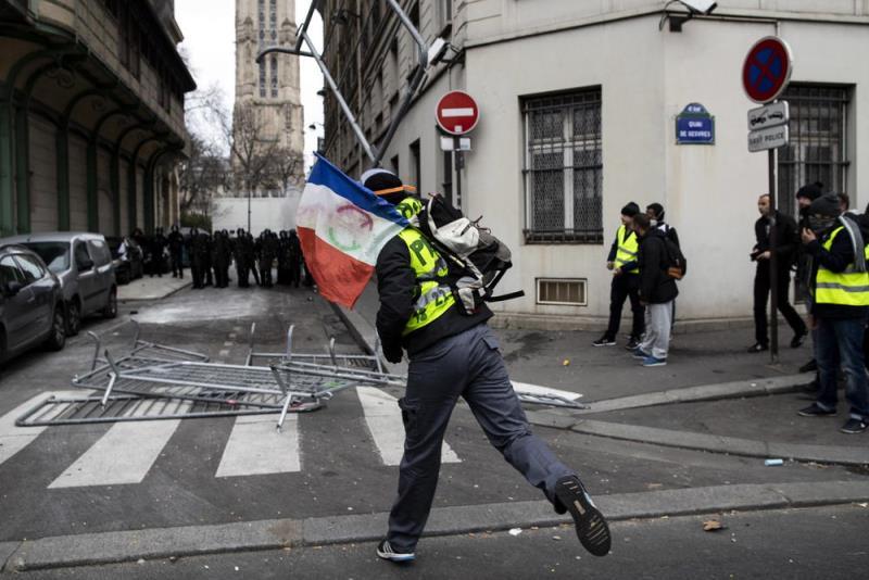 """Над 2.000 пресуди за """"жолтите елеци"""" од почетокот на протестите"""