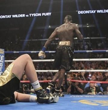 Нов хит во светот-бокс со затворени очи (ВИДЕО)