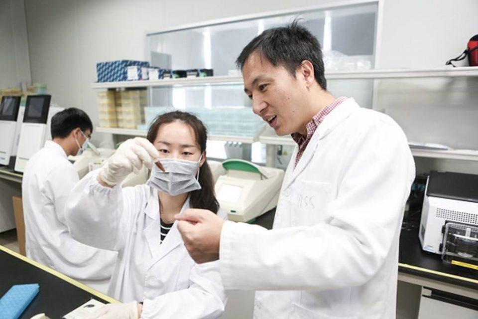 """Кинезот што создал ГМО бебиња прогласен за """"Франкенштајн"""", соочен со смртна казна"""