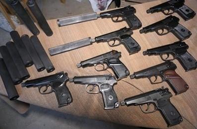 Битолчанец дома си чувал пушки и пиштоли