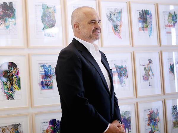 Албанците среде зима се без струја, а Рама си отвора изложба во Берлин