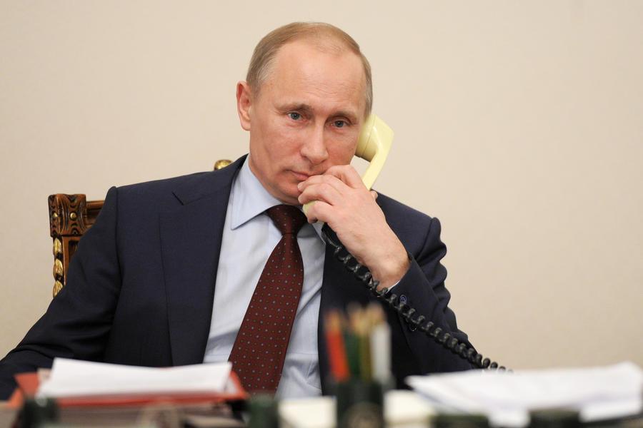 Ало, Владимир овде – Путин телефонирал 700 пати за 5 години, еве со кого најмногу се слуша