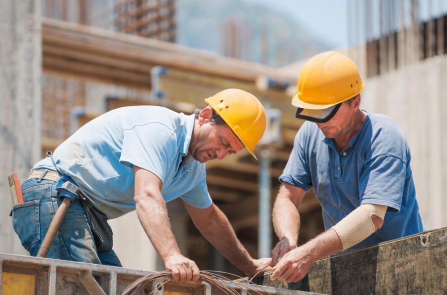 Во март годинава пад во индустријата и трговијата, раст во градежништвото