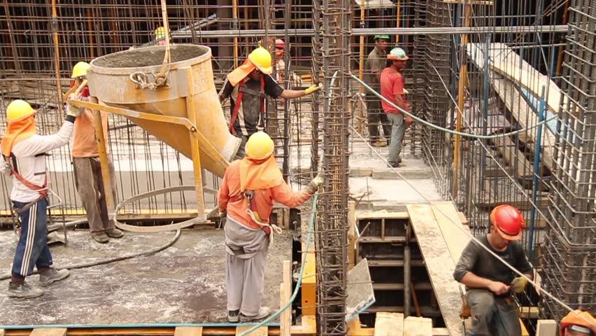 Заев: Инститициите да казнуваат ако газдите им бараат на работниците да вратат дел