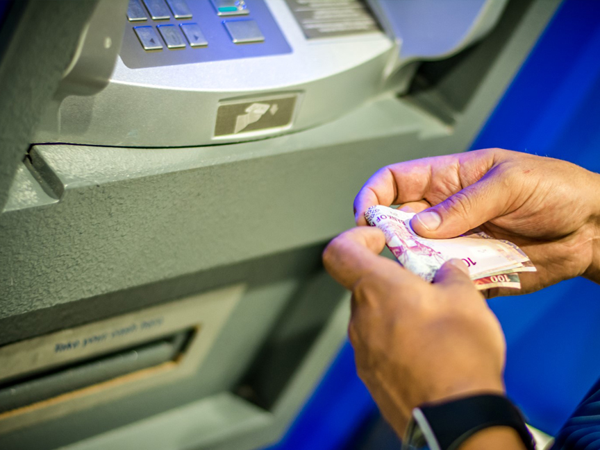 Програмер нашол маана на банкомат и си повлекол еден милион долари