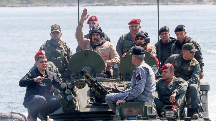 Мадуро ги почна најголемите воени вежби во историјата на земјата
