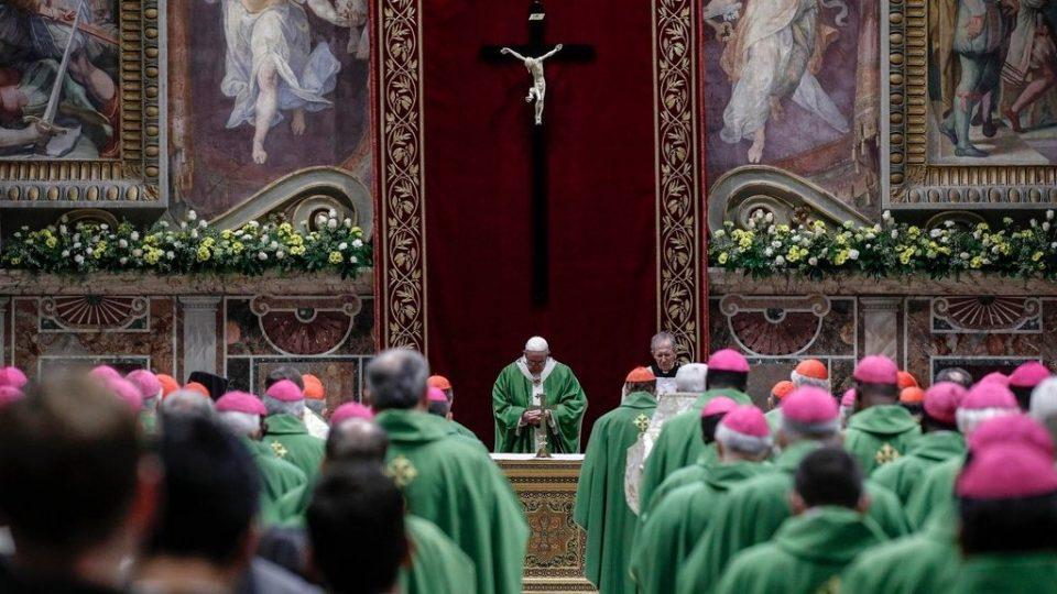 """Папата Франциск повикува на """"сеопфатна битка"""" за борба против сексуалната злоупотреба"""