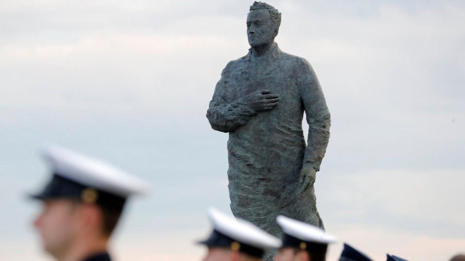 Споменикот на Туѓман во Загреб гаѓан со јајца