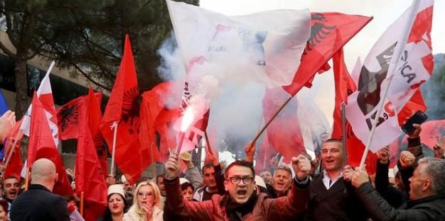 Опозицијата во Албанија в четврток ќе ги блокира сите пристапи кон Тирана