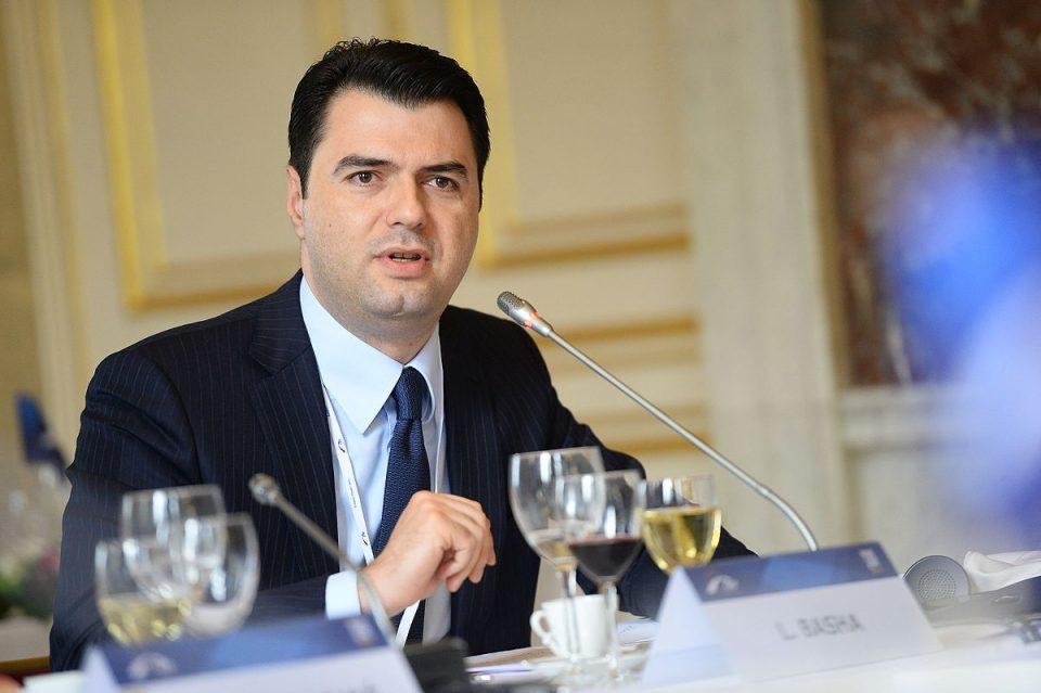 Лидерот на албанската опозиција осомничен за перење пари