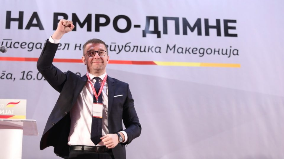 Мицкоски до Заев: Ќе те решам на избори заедно со народот