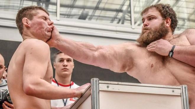 Брутален натпревар во шамарање: Рускиот Хулк ги нокаутираше сите противници (ВИДЕО)