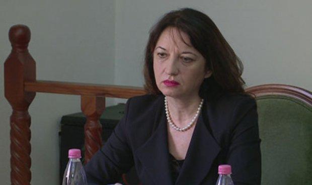 Албанската амбасадорка во Атина до гуша во афери, суспендирана од работа