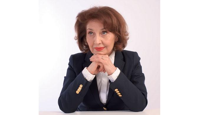 Силјановска Давкова за Политика: Прашањето за името на државата ќе го држам отворено
